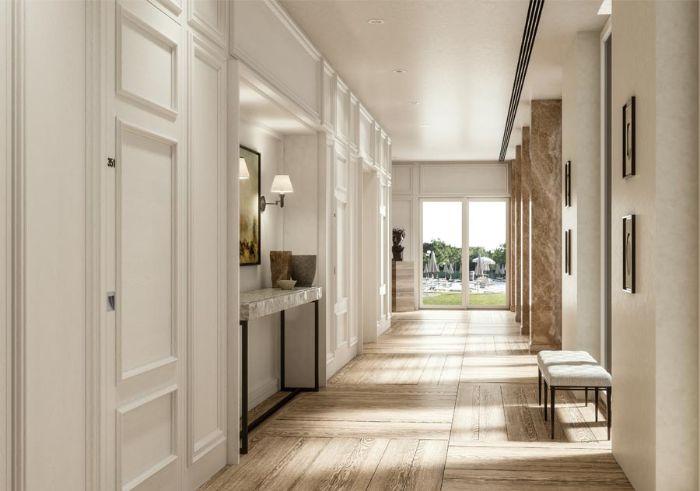 sol en bois clair portes blanches couloir ensoleille sol en bois clair