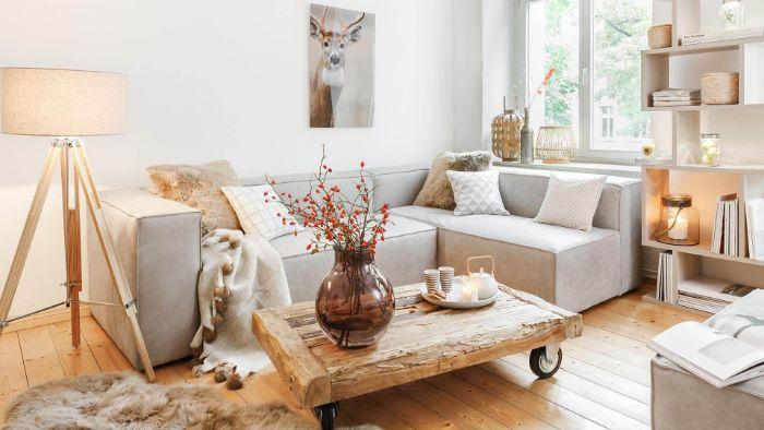 table basse bois brut à roulettes canapé gris d angle tapis peau d animal deco rmantique etagere ikea blanche