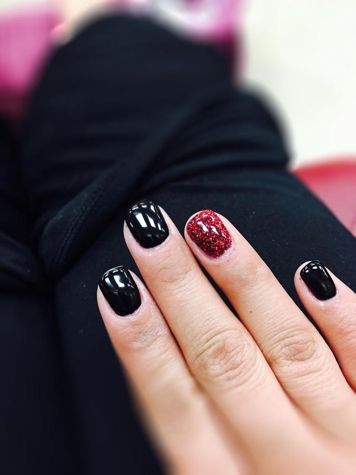 vernis manucure rouge brillante paillette ongles courts en gel manucure facile vernis à ongle rouge et noir manucure noire