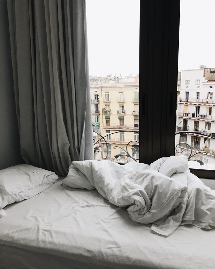 vue fenêtre toit parisien changement de matelas conseils signes indicateur mauvauis état sommeil