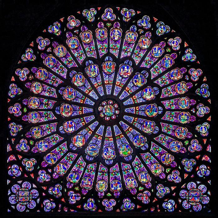 art du vitral des pintures sur verre dans la cathédrale notre dame de paris