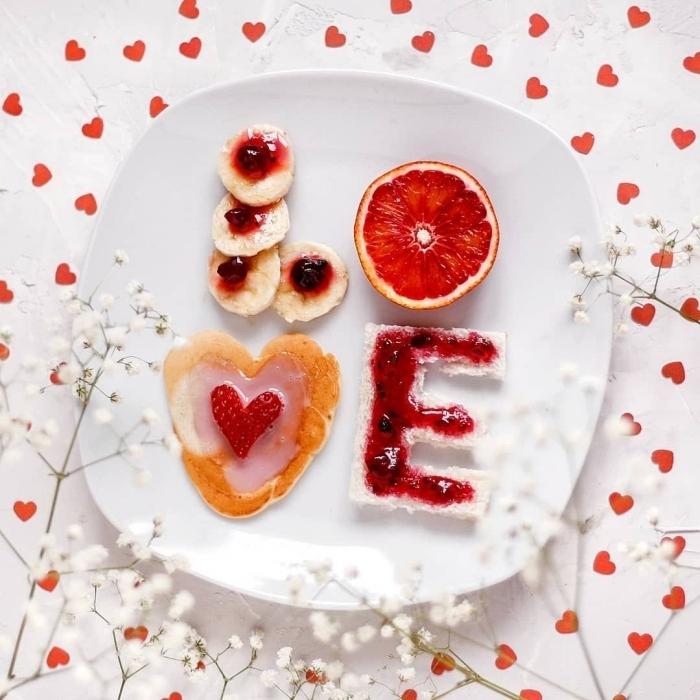 bananes pamplemousse petit déjeuner équilibré amour nourriture lettres confiture glaçage