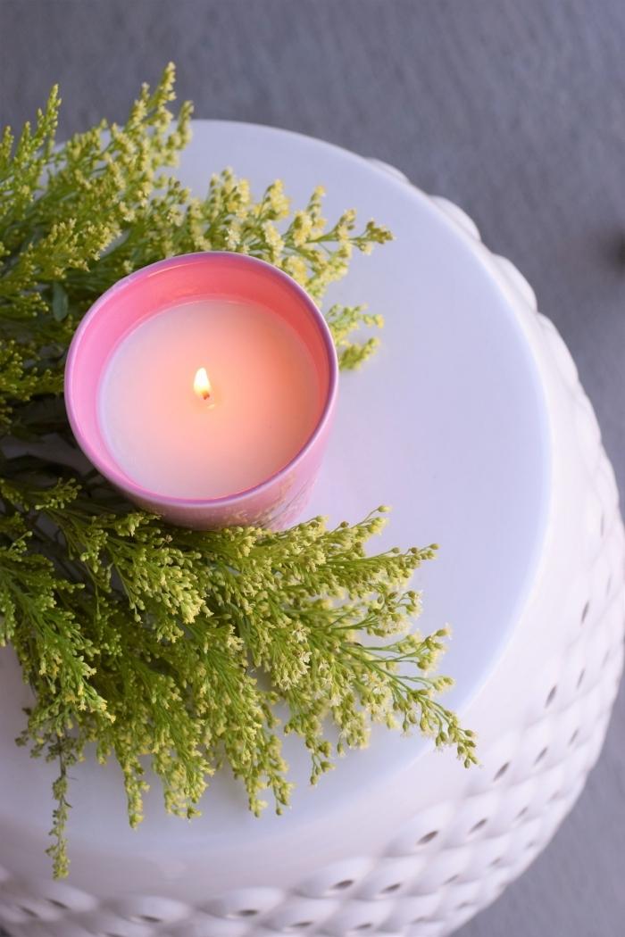 branches vertes activité manuelle facile fabrication bougie décorative facile contenant rose