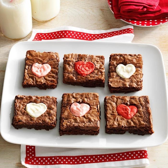 brownies facile recette saint valentin rapide bocal verre serviette blanc et rouge dots chocolat blanc fondu