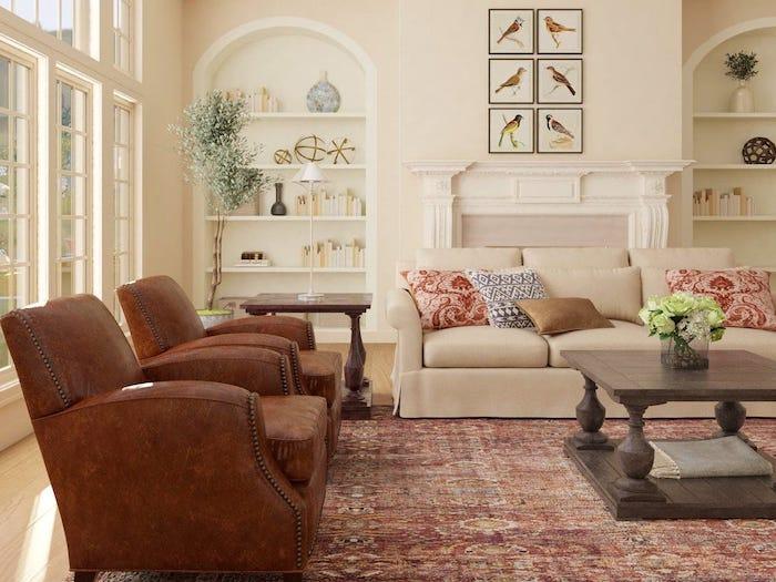 canapé tendance 2021 style traditionnel fauteuils classiques en cuir et un canapé beige avec des coussins imprimées