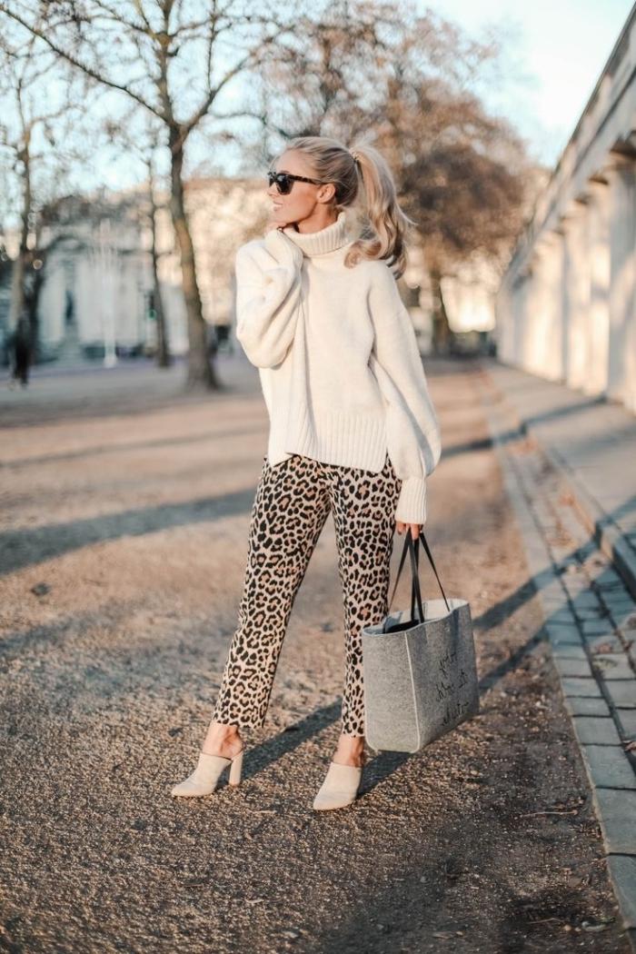 chaussures à talons beige sac à main gris anthracite pantalon leopard lunettes de soleil noires