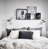 comment décorer sa chambre style minimaliste porte grise coussin anthracite gris