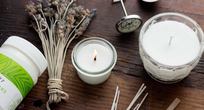 comment faire des bougies branches herbes séchées lavande cire végétale contenant verre