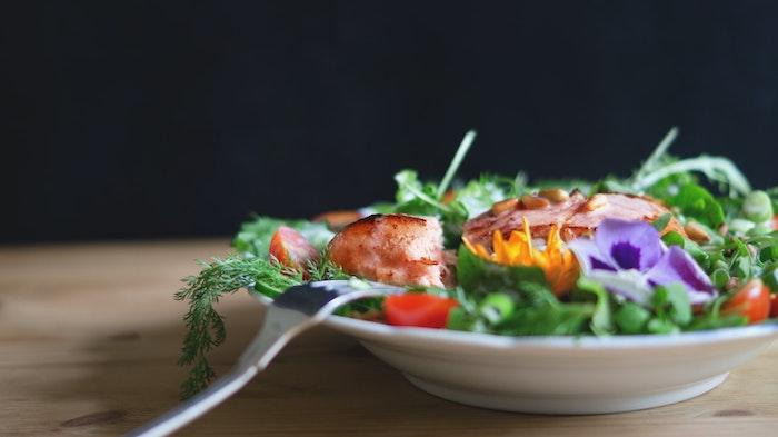 comment faire une salade compose salade verte avec saumon et roquette