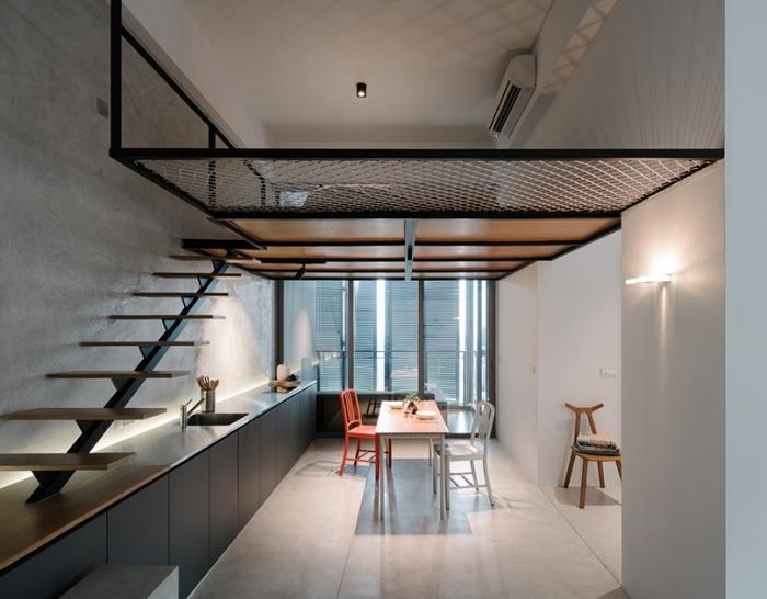 construction mezzanine metal structure escalier aménagement de cuisine en longueur style industriel