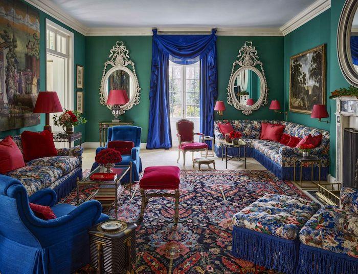 couleur peinture salon tendance 2021 style maximaliste avec des meubles barroques en bleu royal