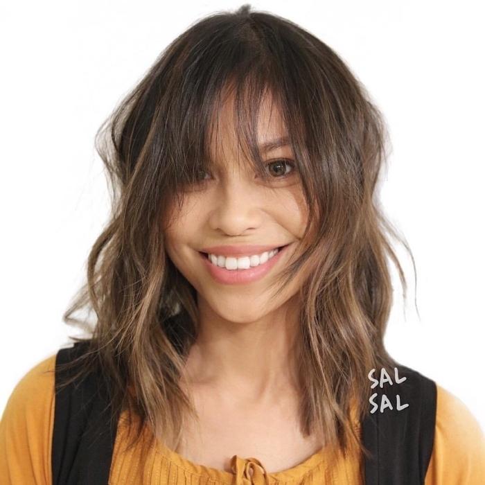 coupe dégradée mi long coloration tendance balayage naturel mèches yeux marron coupe cheveux