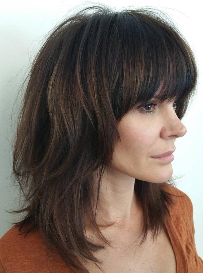 coupe volume pour cheveux épais idée coupe cheveux mi long dégradé avec frange