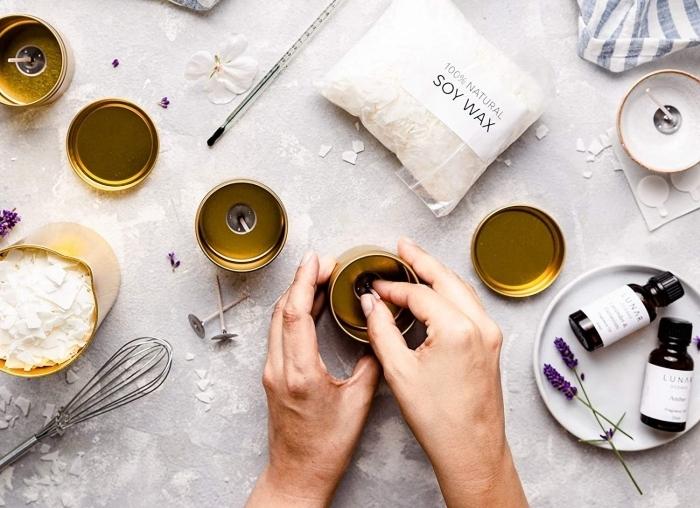 creation bougie naturelle facile contenant métallique doré huile essentielle lavande cire soja