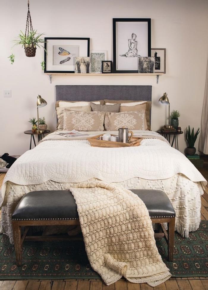 deco tete de lit tissu étagère bois diy cadres photos noirs suspension macramé jeté banquette bois et cuir
