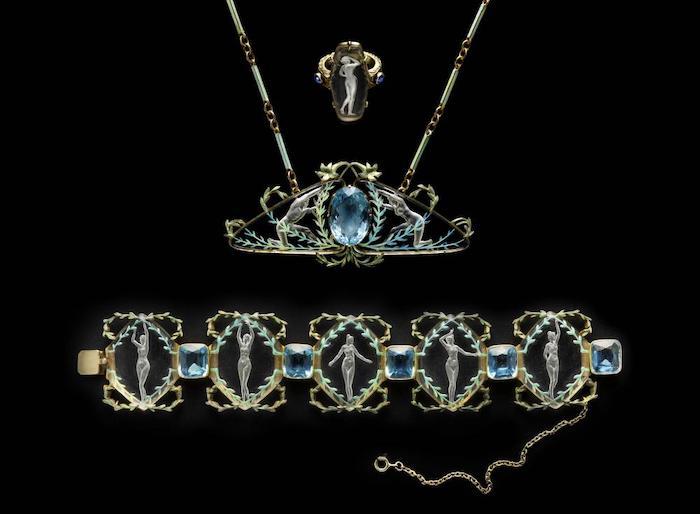 des bijoux collier et bracelet par rené lalique avec des pierres semi précieuses