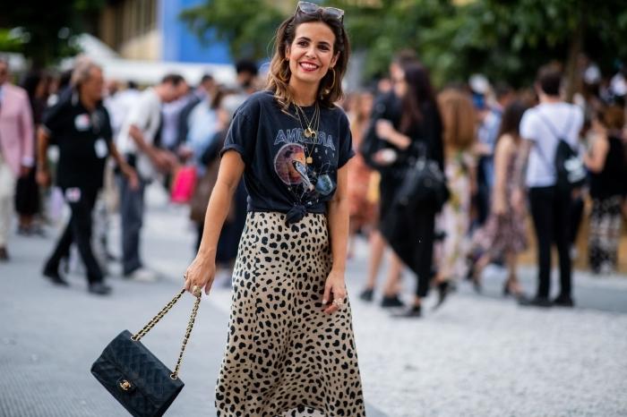 dessin léopard tendance mode femme imprimés été jupe longue fluide t shirt noir collier or