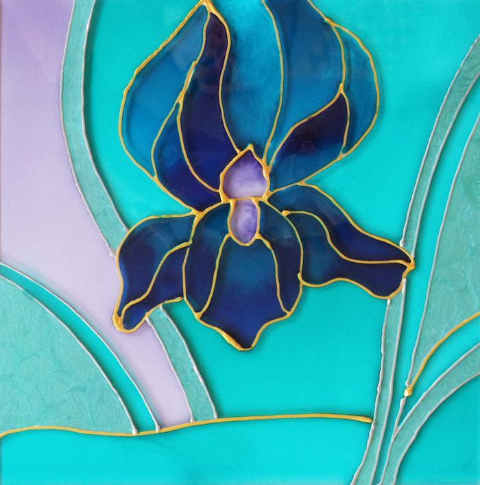 dessin verre d une orchide en gamme bleue avec des contours dores