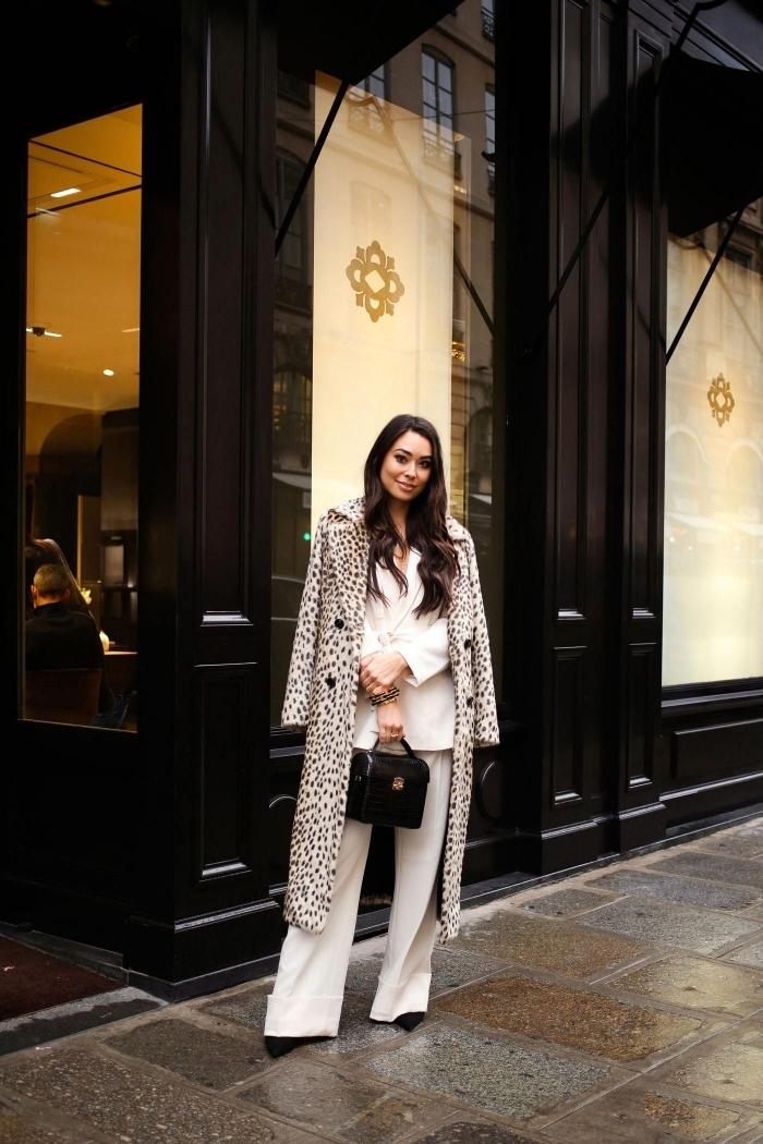 ensemble femme chic couleur blanche blazer oversize pantalon fluide manteau long imprimé animalier