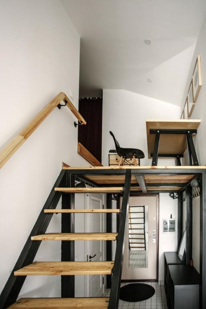 escalier moderne noir et bois appartement mezzanine bureau a domicile meubles bois chaise noire
