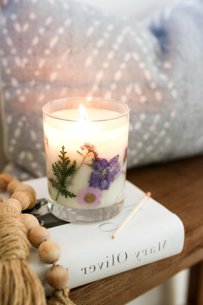 faire ses bougies livre guilandes perles bois diy bougie naturelle avec décoration fleurs pressées