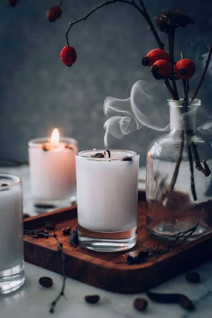 faire ses bougies parfumées soi même contenant en verre plateau bois diy bougie cire naturelle