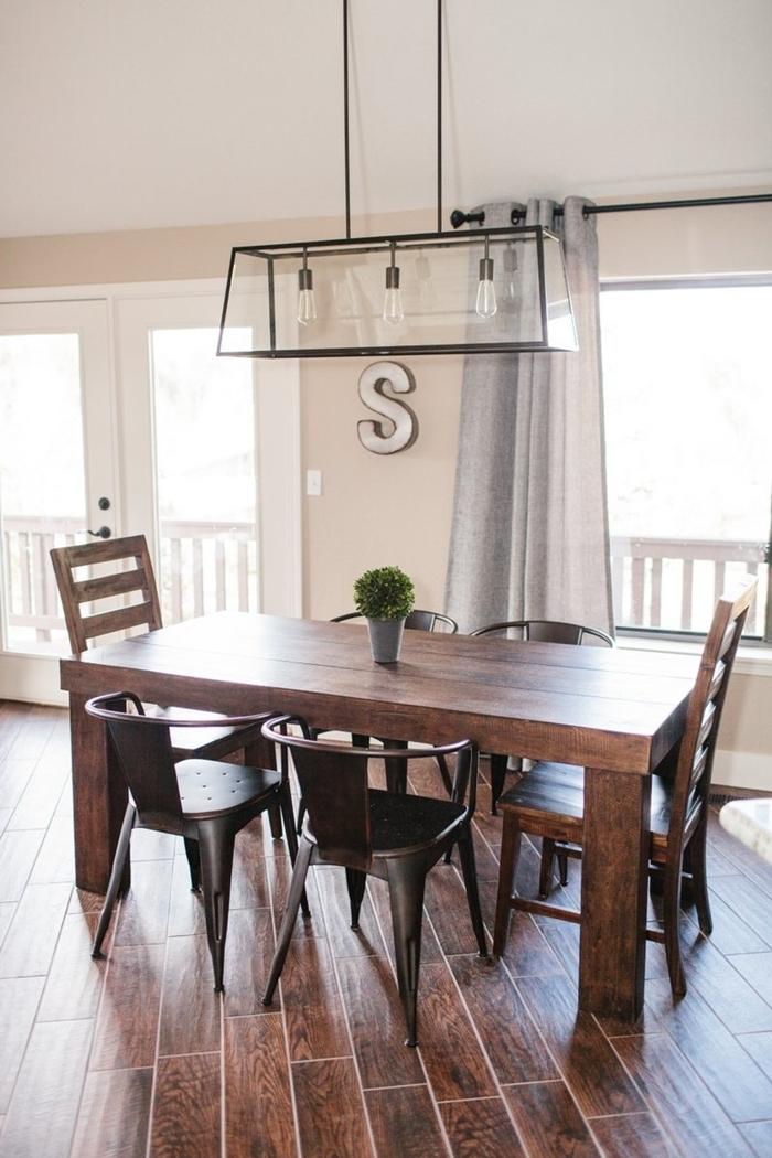 idée déco salle à manger carrelage imitation bois décoration intérieure blanc et bois meubles nature chaise métal