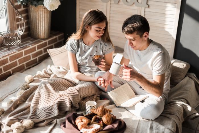 Petit-déjeuner romantique – les plus cool idées à essayer cette année