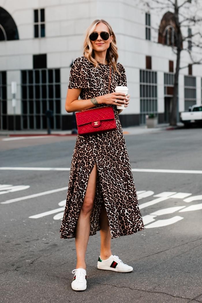 imprimé léopard tendance mode femme motifs animaliers robe longue fluide manches courtes