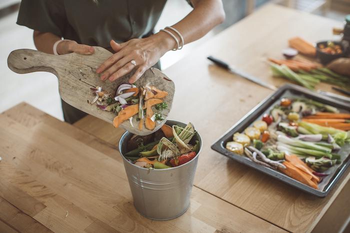 faire un compost à partir de résidus alimentaires, des restes de légumes