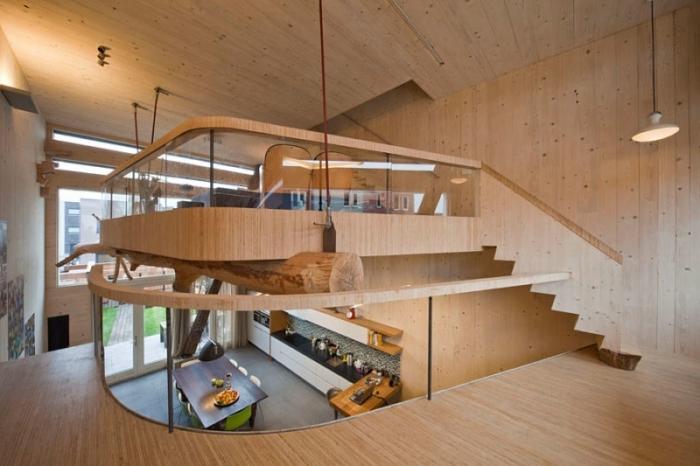 mezzanine appartement décoration intérieure contemporaine revêtement mur bois sol plafond escalier moderne