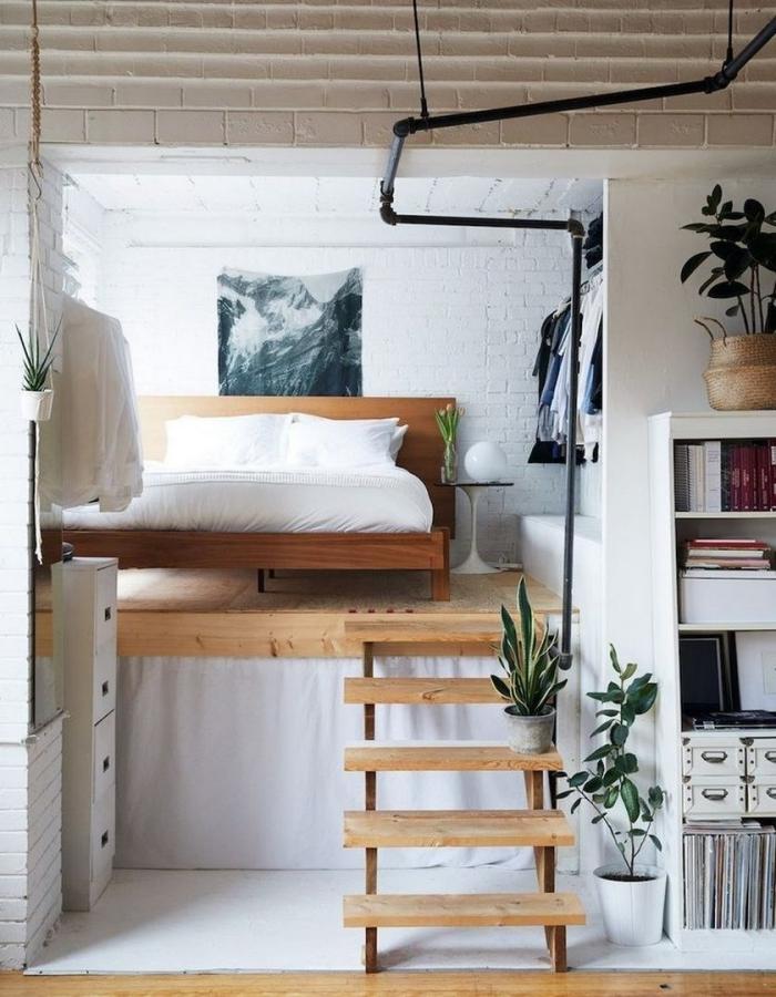mezzanine studio décoration petit espace lit mezzanine bois tuyaux apparents tapisserie murale meubles bois