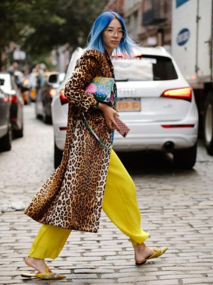 pantalon fluide jaune couleur mode 2021 tissu leopard manteau long accessoire sac motifs floraux