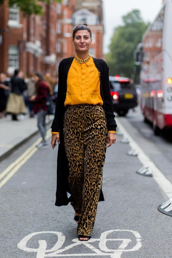pantalon leopard fluide chemise jaune cheddar couleur tendance mode 2021 cardigan long noir