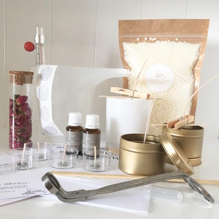 paquet cire végétale faire des bougies contenant métallique pétales de fleurs rose huile essentielle