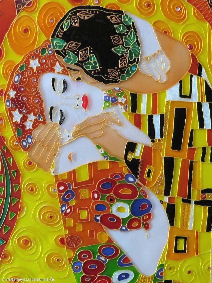 peinture sur miroir qui représente un oeuvre celebre la bise de gustav klimt