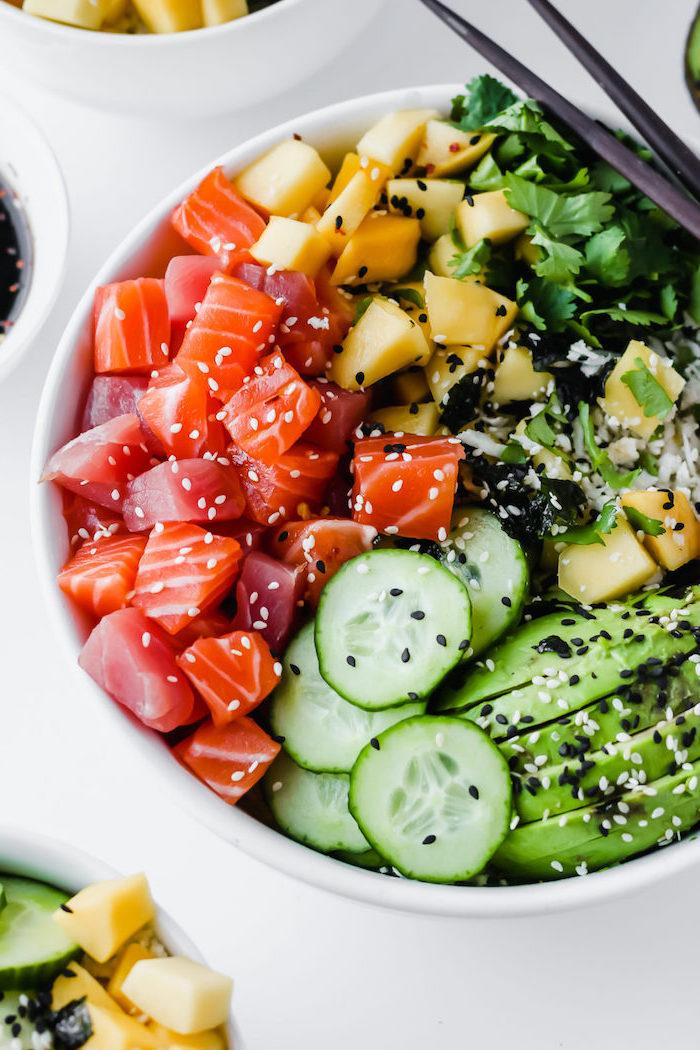 poke bowl recette au thon rouge saumon avocat concombre mangue et multitude d épices
