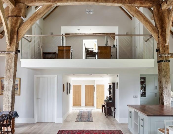 poutres bois brut structure mezzanine maison deuxième étagère bureau a domicile bois cuisine avec îlot