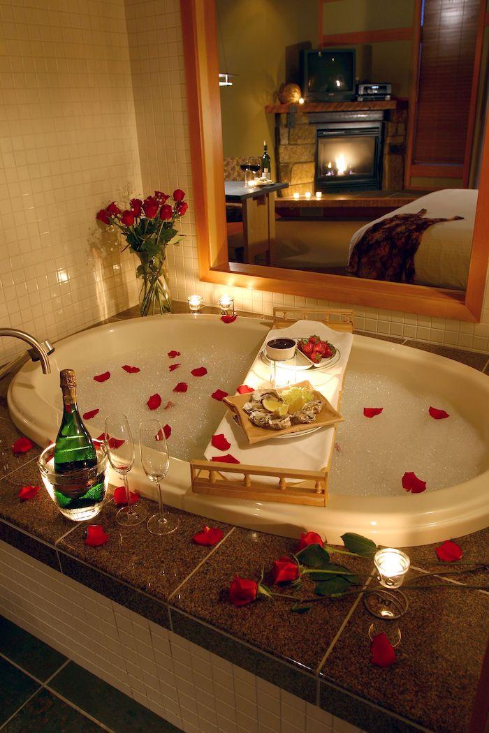 quoi faire pour saint valentin prendre une bain avec de champagne et des fraises au chocolat