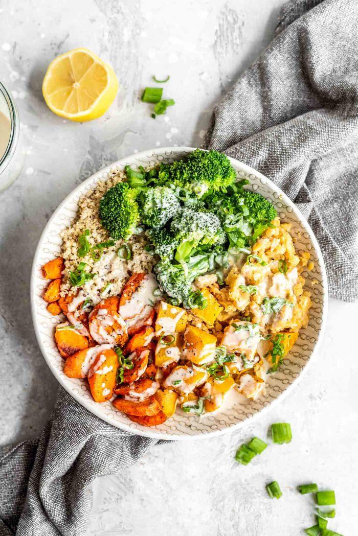 repas du soir simple et vegan poke bowl maison aux patates douces quinoa sauce poke bowl et brocoli
