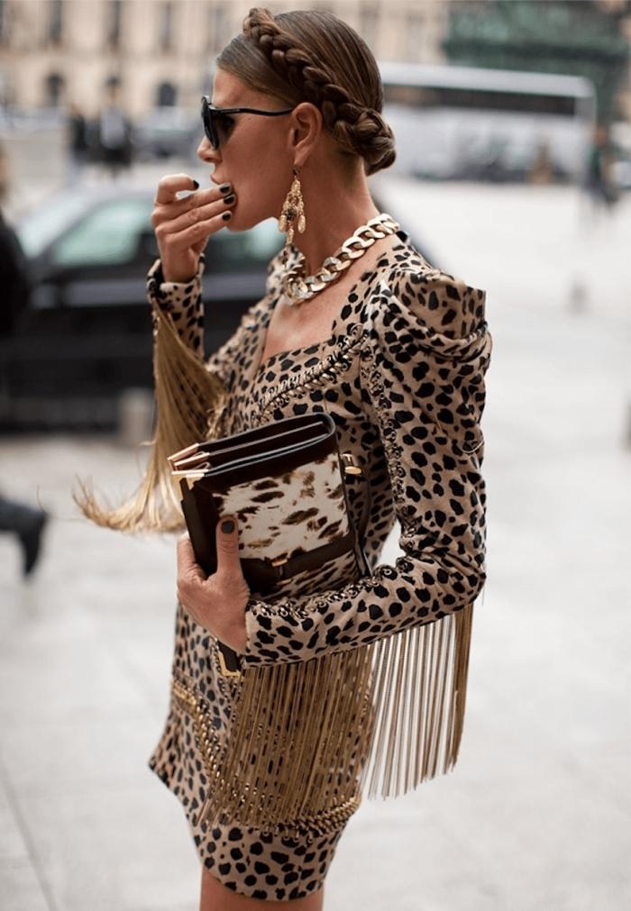 robe manches franges vetement leopard tendance robe chic extravagante boucles d oreilles pendantes