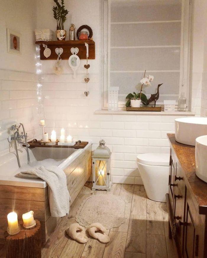 salle de bain avec baignoire idée habillage baignoire bois salle de bain blanc et bois avec bougies meuble salle de bain bois