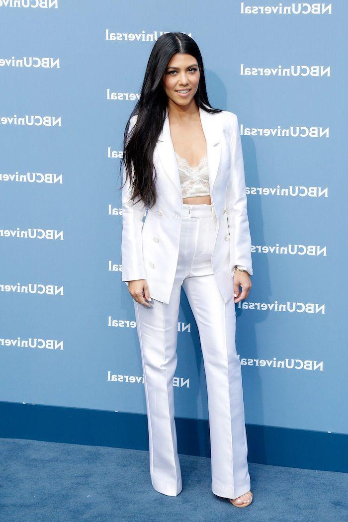 tailleur pantalon femme pour ceremonie avec un ensemble en blanc combiné par un soutien gorge en dantelle