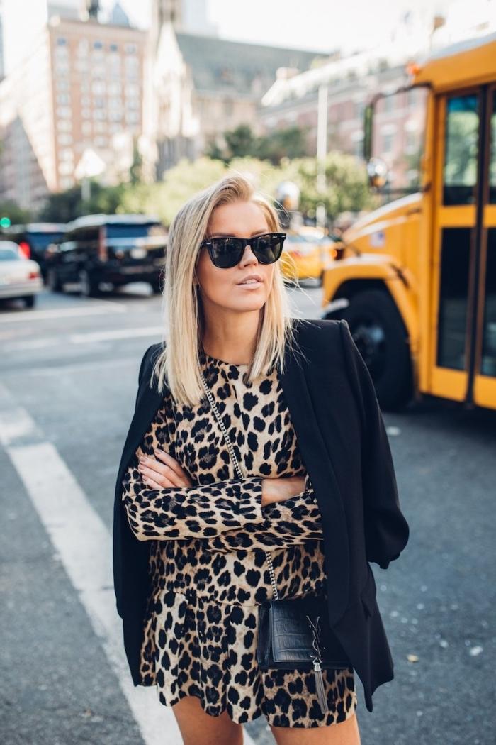 tenue leopard vêtements imprimés tendance robe courte manches longues blazer noir femme