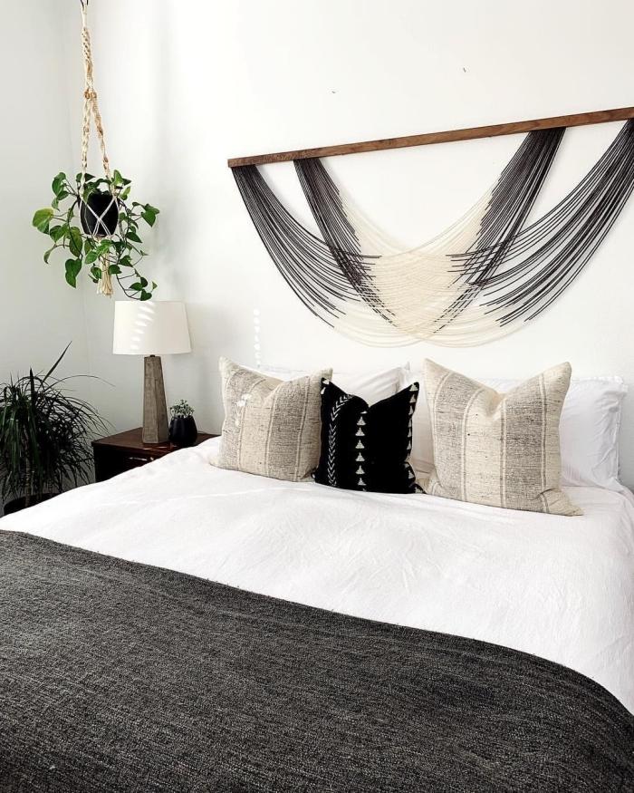 tete de lit boheme facile à faire soi même suspension avec cordes fil ombré baton bois plante verte chambre décoration au-dessus d'un lit