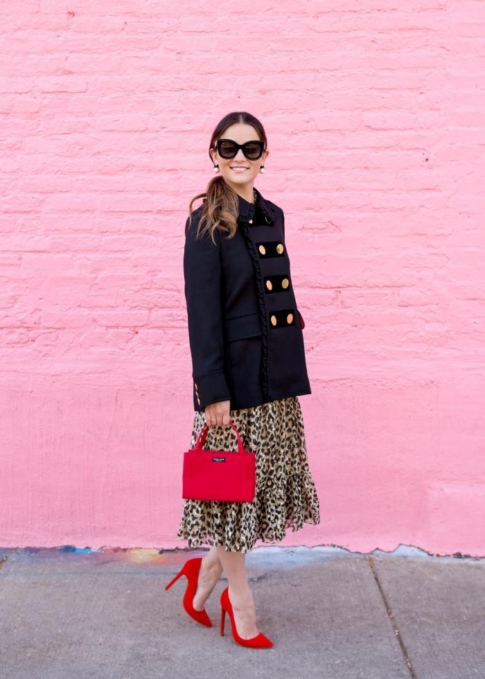 tissu leopard mode femme comment assortir couleurs vêtements manteau noir robe léopard