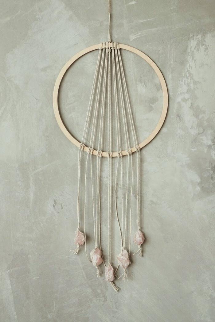 accessoire déco attrape reve fait main style minimaliste simple modèle suspension corde quartz rose