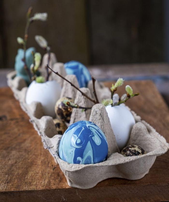 activité boite à oeuf et coquille d oeuf mini vases colorés idée décoration centre de table pour paques
