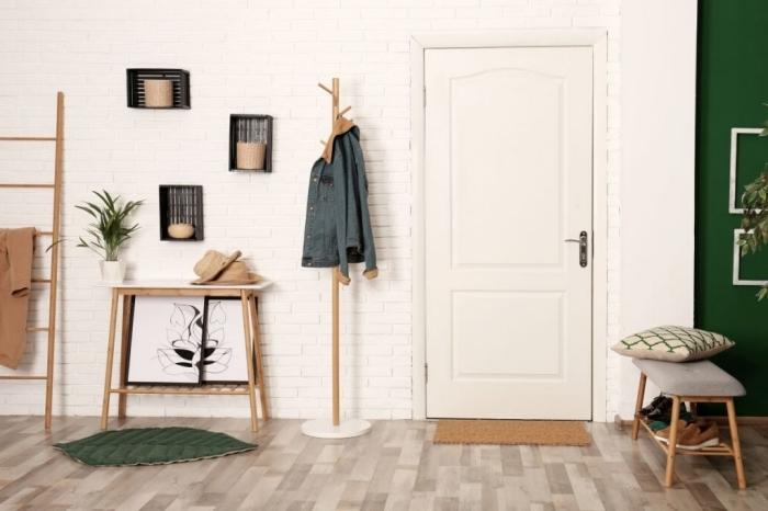 aménagement hall d entrée maison mur briques blanches niche murale échelle rangement bois