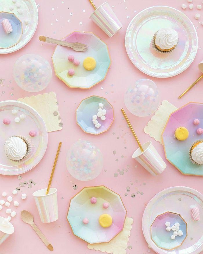 assiettes et nourriture pastel sur fond rose pastel idée d image pour fond d écran originale